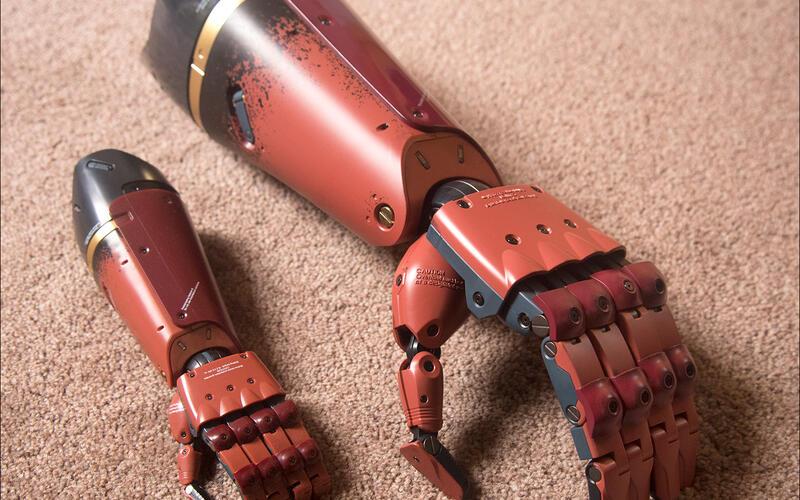 Парень, рожденный без руки, получил себе протез из Metal Gear Solid 5