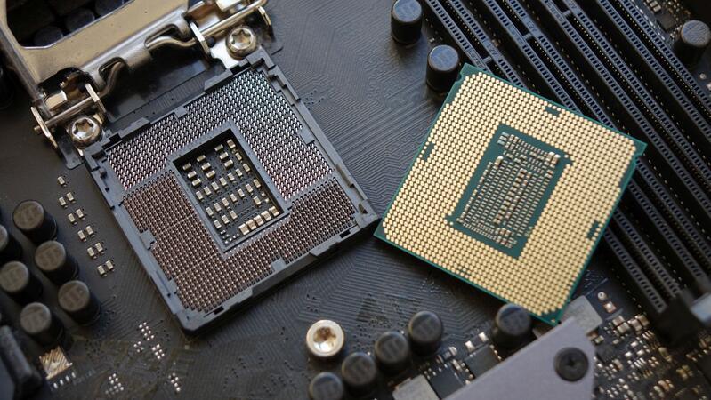 Intel прекращает выпуск материнских плат на чипсетах серии 300 с сокетом LGA 1151